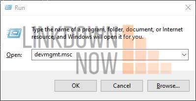 Cách bật tính năng chia sẻ lân cận trong máy tính Windows 10 Microsoft đã đưa ra một tính năng mới có tên là Nearby Sharing trong Windows 10. Khi được kích hoạt, nó cho phép người dùng gửi và nhận các loại dữ liệu đa phương tiện với các thiết bị ở gần. Quá trình truyền này diễn ra không dây do đó giúp chia sẻ dễ dàng hơn trong quá trình di chuyển. Điều kiện tiên quyết Tất cả các hệ thống liên quan muốn gửi, nhận phải có: 1. Windows 10, phiên bản 1803 trở lên Để xác minh điều này, bạn có thể tham khảo cách kiểm tra phiên bản Windows 10. 2. Bluetooth có hỗ trợ mức năng lượng thấp Để xác minh thiết bị của bạn có được hỗ trợ không, hãy thực hiện như sau: Bước 1: Nhấn Windows + r cùng nhau để mở Run. Bước 2: Trong cửa sổ vừa mở, nhập devmgmt.msc và nhấn Enter:       Bước 3: Trong cửa sổ quản lý thiết bị vừa được mở: 1.Định vị và mở rộng Bluetooth bằng cách nhấp đúp vào nó. 2.Nhấp chuột phải vào bộ điều hợp Bluetooth được yêu cầu 3.Chọn Properties.   Bước 4: Trong cửa sổ Properties: 1.Chuyển đến tab Details. 2.Chọn Bluetooth radio supports Low Energy Central Role trong mục Property 3.Nếu giá trị là true, điều đó có nghĩa là Bluetooth được hỗ trợ chế độ năng lượng thấp.    Xác minh xem hệ thống của bạn có đáp ứng điều kiện tiên quyết để sử dụng tính năng chia sẻ lân cận trong Windows 10 hay không. Tiếp theo, bạn cần bật tính năng chia sẻ lân cận và cách gửi các loại dữ liệu khác nhau qua thiết bị gần đó. Bật chia sẻ lân cận và gửi nhận file Bước 1: Mở cửa sổ Run bằng cách giữ phím logo Windows và nhấn R. Bước 2: Khi cửa sổ run mở ra, gõ ms-settings:crossdevice và nhấn Enter.   Bước 3: Thao tác này sẽ mở ra cửa sổ cài đặt, bạn nhấp vào System –> Shared experiences. Trong phần Nearby Sharing, bật công tắc bên dưới sang On. Như vậy là bạn đã kích hoạt tính năng chia sẻ nội dung với thiết bị lân cận bằng cách sử dụng Bluetooth và Wi-Fi.    Chia sẻ tệp từ File Explorer Bất kỳ loại dữ liệu liệu nào cũng có thể được chia sẻ bằng phương pháp này, ví dụ tài liệu, hình ảnh, v.v. Bướ